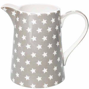 Grand Pichet Star Warm Grey GreenGate - Disponible au magasin L'Îlot Lamp' à Granville et sur notre site L'Îlot Lamp'. Retrouvez toute la collection GreenGate ici !