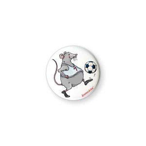 Badge Souris Footballeur Krima & Isa - Disponible au magasin L'Îlot Lamp' à Granville et sur notre site L'Îlot Lamp'. Retrouvez toute la collection Krima & Isa ici !