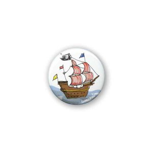Badge Bateau de Pirates Krima & Isa - Disponible au magasin L'Îlot Lamp' à Granville et sur notre site L'Îlot Lamp'. Retrouvez toute la collection Krima & Isa ici !