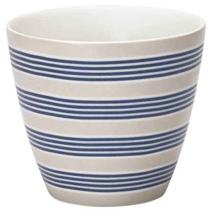 Mug Nora Blue Greengate - Disponible au magasin L'Îlot Lamp' à Granville et sur notre site L'Îlot Lamp'. Retrouvez la collection GreenGate !