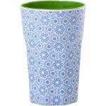 Grand Mug Mélamine Two Tone Blue Flower Rice - Disponible au magasin L'Îlot Lamp' à Granville et sur notre site L'Îlot Lamp'. Retrouvez la collection Rice !