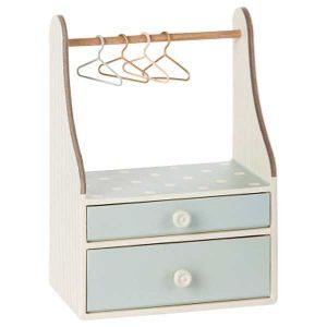 Commode Penderie Wardrobe Dresser Micro Mint - Maileg - Disponible au magasin L'Îlot Lamp' à Granville et sur notre site. Retrouvez la collection MAILEG !