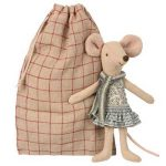 Winter Mouse Big Sister - Maileg - Disponible au magasin L'Îlot Lamp' à Granville et sur notre site. Retrouvez la collection MAILEG !