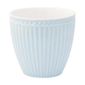 Mug Alice Pale Blue Greengate - Disponible au magasin L'Îlot Lamp' à Granville et sur notre site L'Îlot Lamp'. Retrouvez la collection GreenGate !