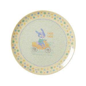 Assiette Bambou Mélamine Boys Race Rice - Disponible au magasin L'Îlot Lamp' à Granville et sur notre site L'Îlot Lamp'. Retrouvez la collection Rice !