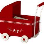 Landau Pram My Red - Maileg - Disponible au magasin L'Îlot Lamp' à Granville et sur notre site. Retrouvez la collection MAILEG !