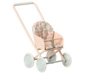 Poussette Stroller Micro - Maileg - Disponible au magasin L'Îlot Lamp' à Granville et sur notre site. Retrouvez la collection MAILEG !