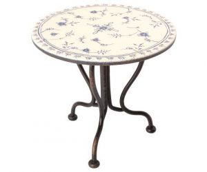 Vintage Tea Table Micro - Maileg - Disponible au magasin L'Îlot Lamp' à Granville et sur notre site. Retrouvez la collection MAILEG !