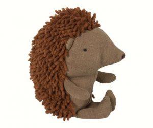 Little Hedgehog - Maileg - Disponible au magasin L'Îlot Lamp' à Granville et sur notre site. Retrouvez la collection MAILEG !