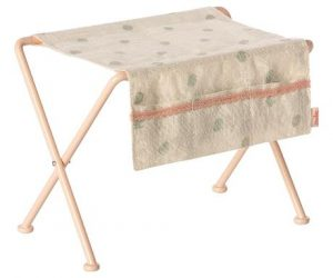 Nursery Table - Maileg - Disponible au magasin L'Îlot Lamp' à Granville et sur notre site. Retrouvez la collection MAILEG !