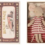 Big Sister Mouse In Box Robe Rayures - Maileg